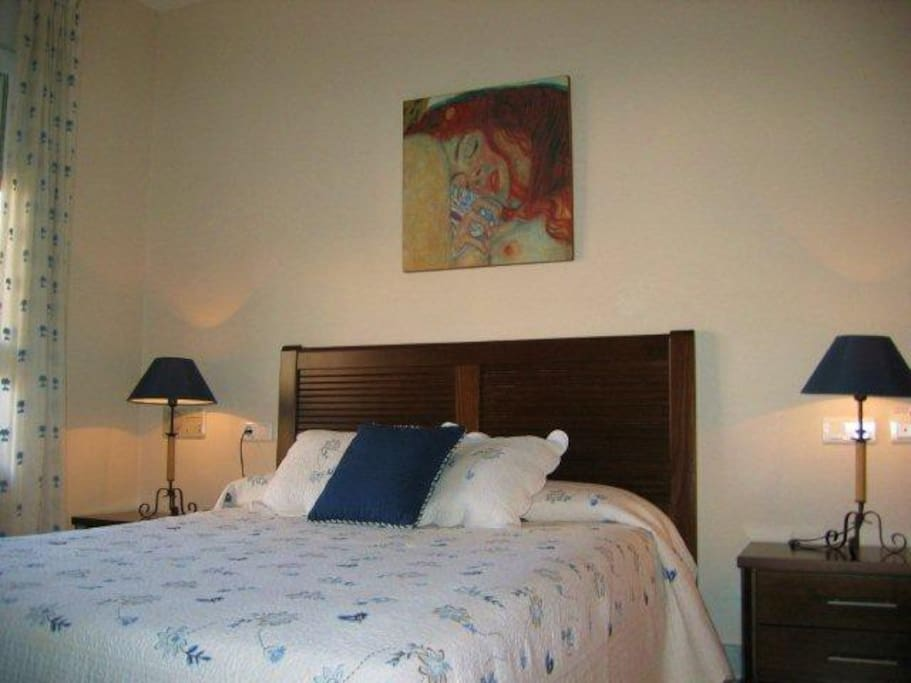 Slaapkamer met 1 twee persoon´s bed