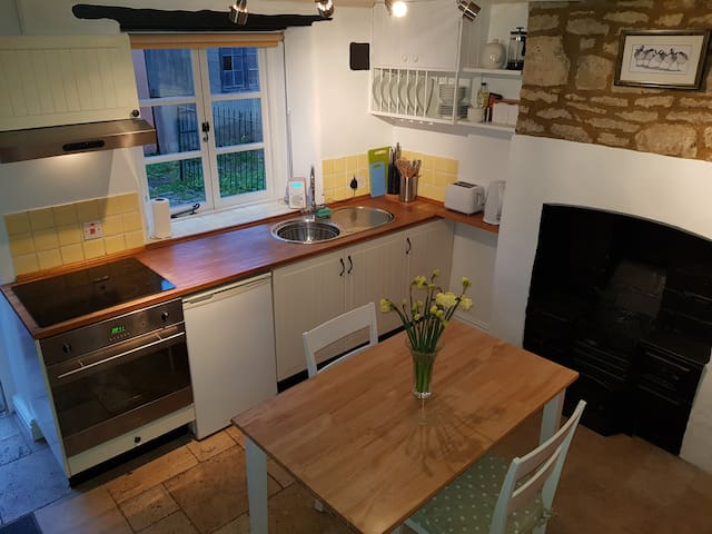Hideaway holiday cottage, ideal for the Cotswolds!
