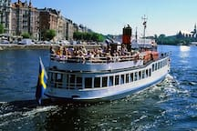 SKÄRGÅRDSTUR Stockholms skärgård är störst i Sverige. Det går med lätthet att ta sig ut till 17 öar med båtar sommartid från Slussen. Men även flera avgångar varje dag under hela året till tex Fjäderholmarna.