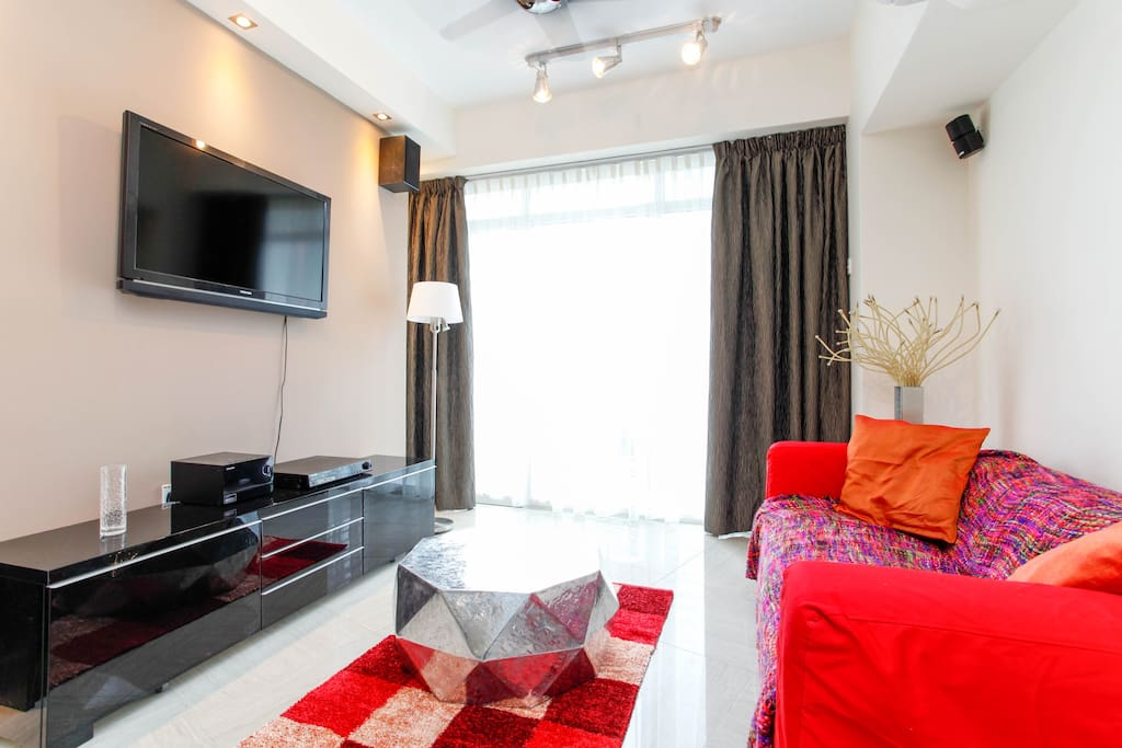 Living room with sofa, coffee table, chest of drawers, tv