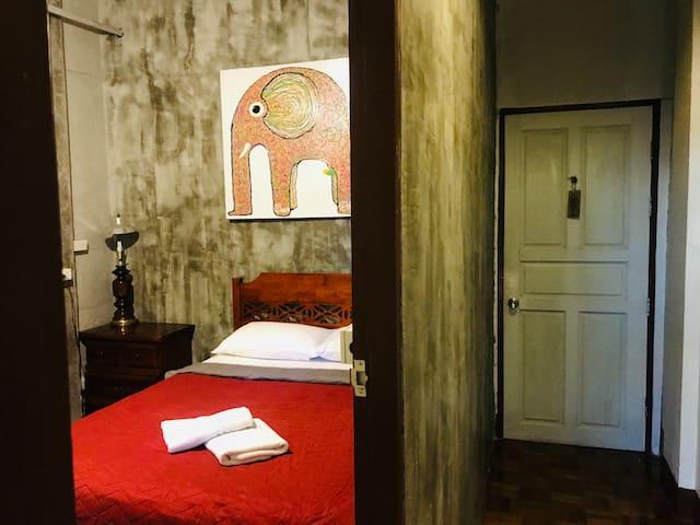 Apartment for 2 people,  night bazaar