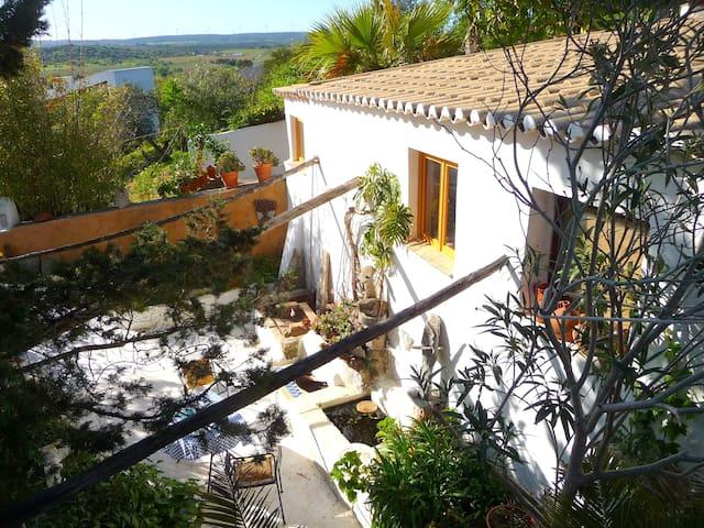 schönes Haus+Garten für 2 Personen - Espiche - House