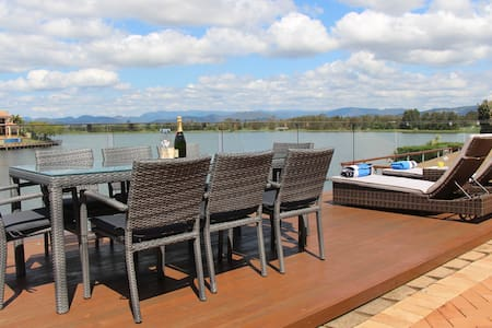 Location! In the heart of the Gold Coast/4B/Pool - Clear Island Waters - Σπίτι