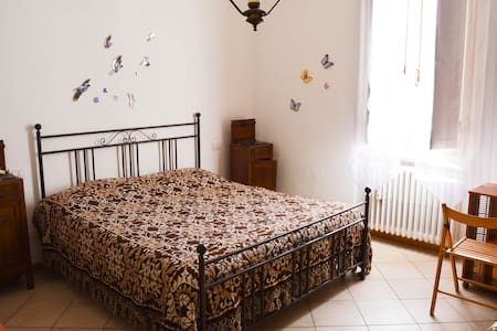 Wide room close to the countryside of Tuscany - Montevarchi - Bed & Breakfast
