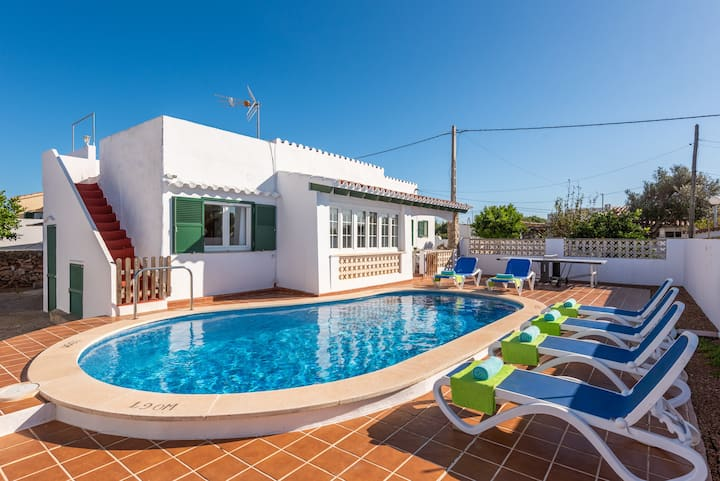 3 bedroom villa in Cala en Porter