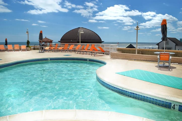 1 Bedroom Unit @ OCEANFRONT RESORT on Boardwalk