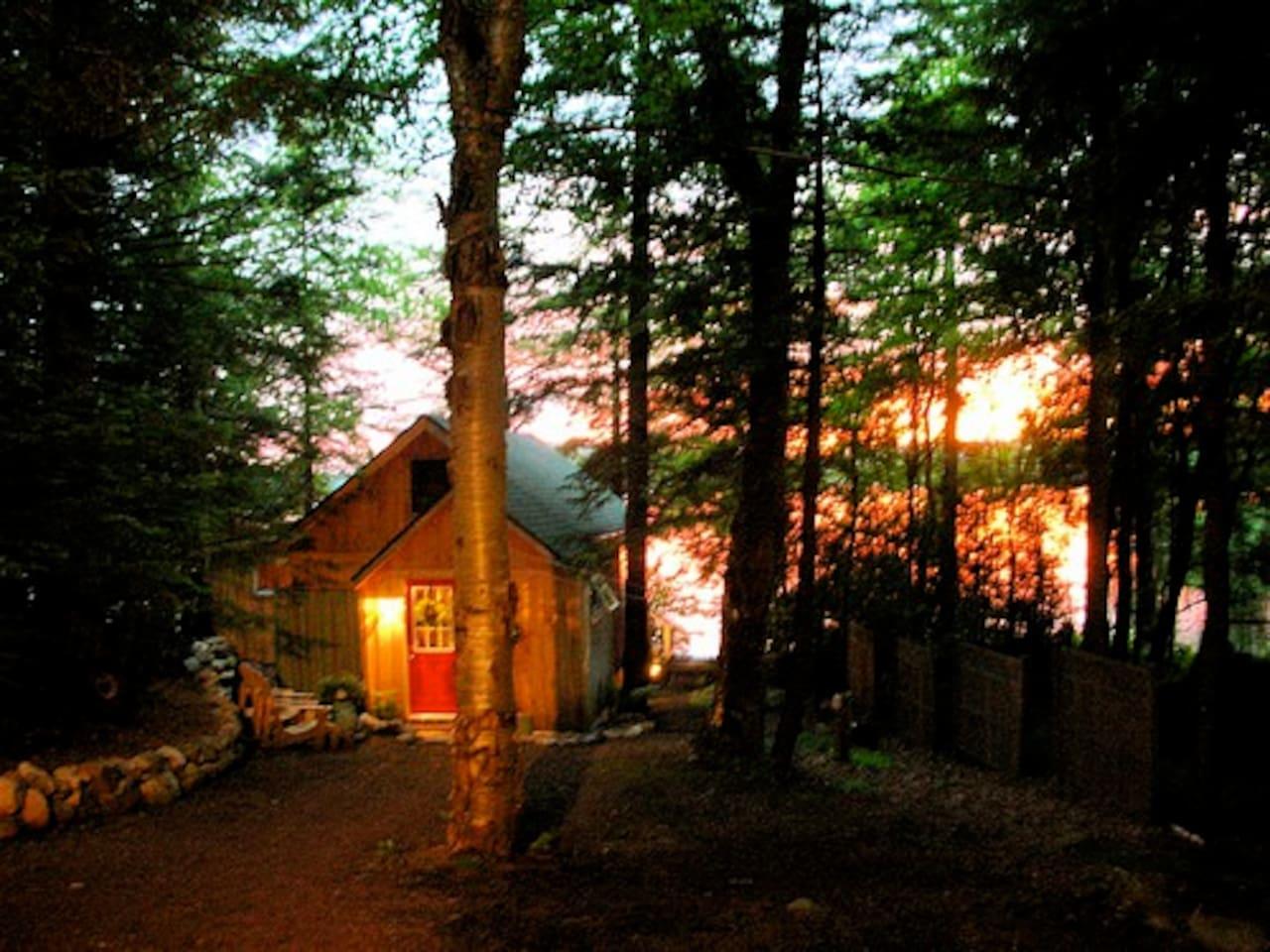 SUNSET AMAZING ADK LAKEFRONT 3.5/NYC/MINS-SARATOGA - Casas de campo ...