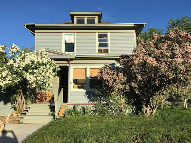 Historic Downtown Apartment Near UW - Laramie - Appartement