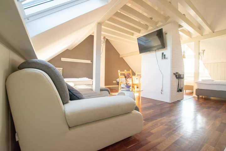 Tolstov-Hotels 3 Room Maisonette in Lovely House
