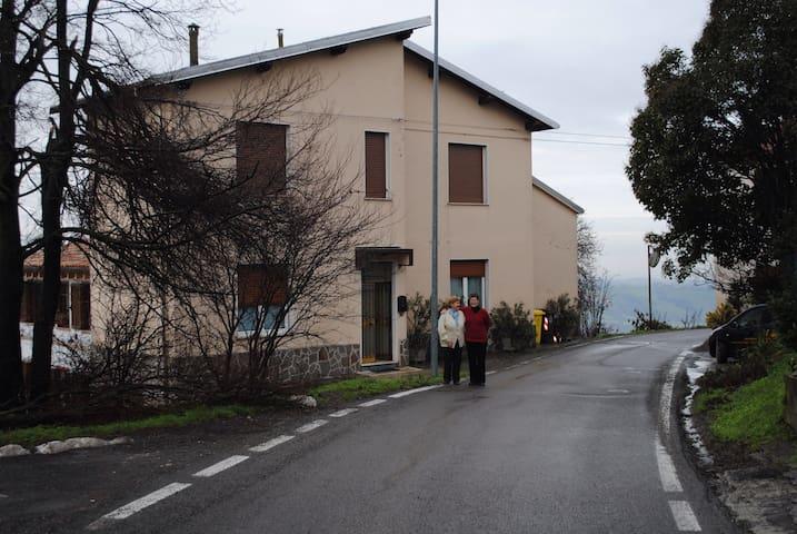 Accogliente casa in collina  - Salsomaggiore Terme - Hus