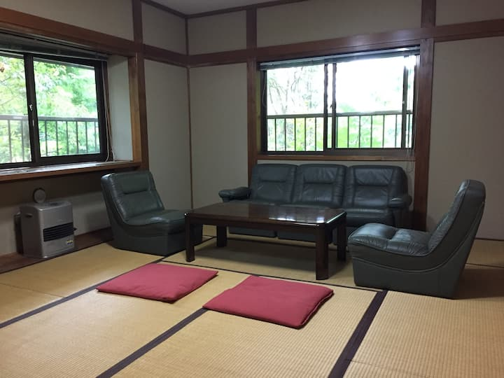Clubhouse Tatami 2 to 4 people Shuttles-Breakfast