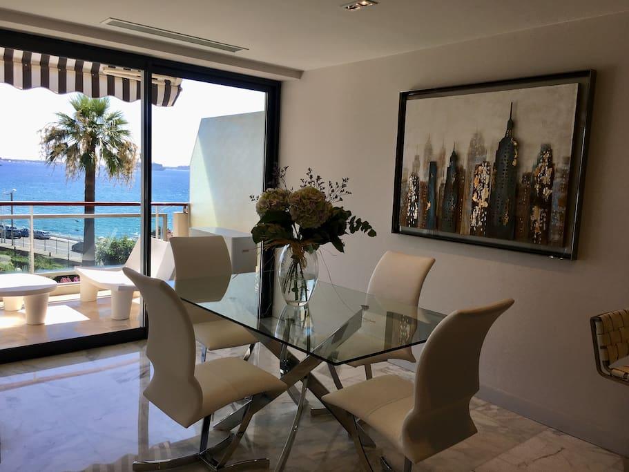 Salle à manger, salon terrasse attenant, vue mer