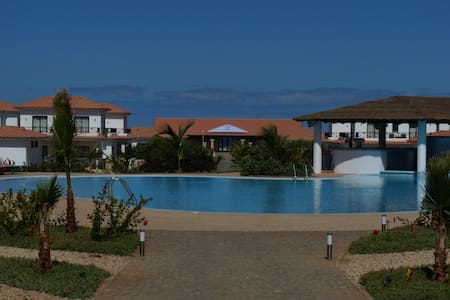 Excellent Pool Side Apartment Close to Beach - Santa Maria - Flat