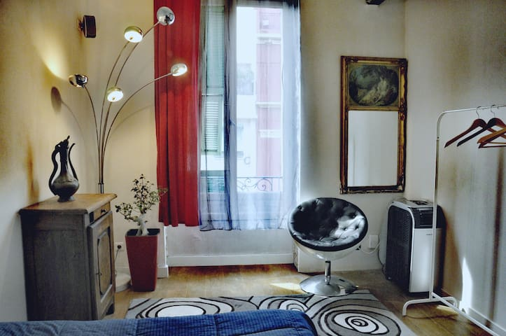 Nice: private bedroom in friendly appartment