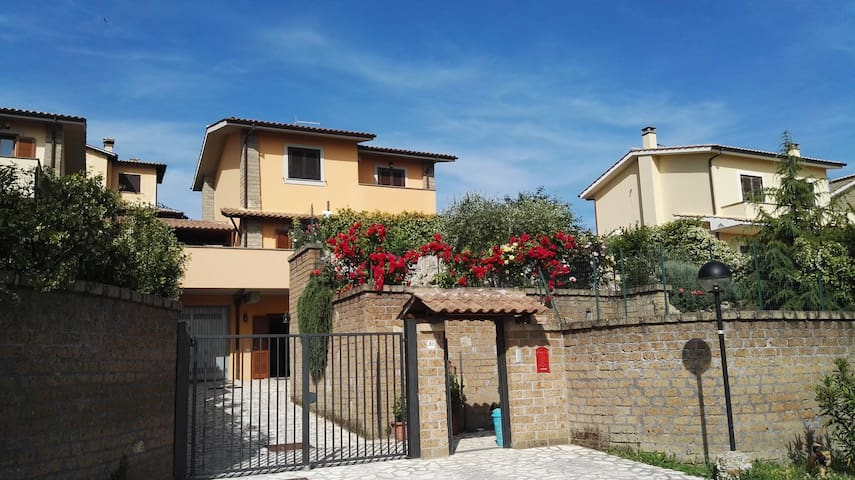 ROME APARTMENT SUITABLE FOR FAMILIES - Sutri - Apartamento