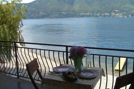 Terrace on Lago Maggiore! - Porto Valtravaglia - Huoneisto