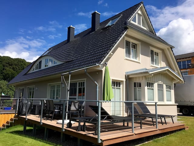 Haus Seeblick - Traumhaus in Binz mit Seeblick