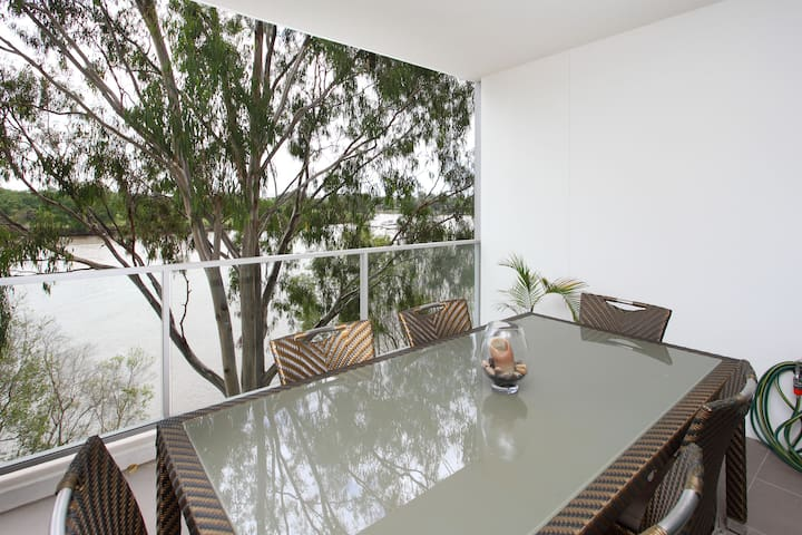 Beresford Riverfront Apartment - Tennyson - Flat