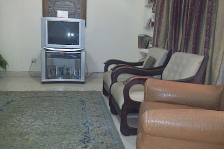 Comfy Room with real bed/washroom . - Lahore  - Ház