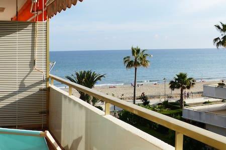 Apartamento con vistas al mar (con A/C y ascensor)