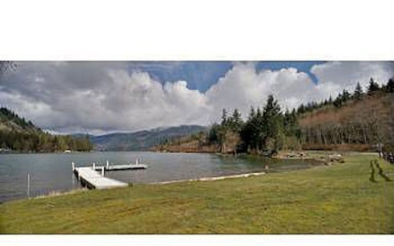 Executive Lakeside Vacation Home - Sedro-Woolley