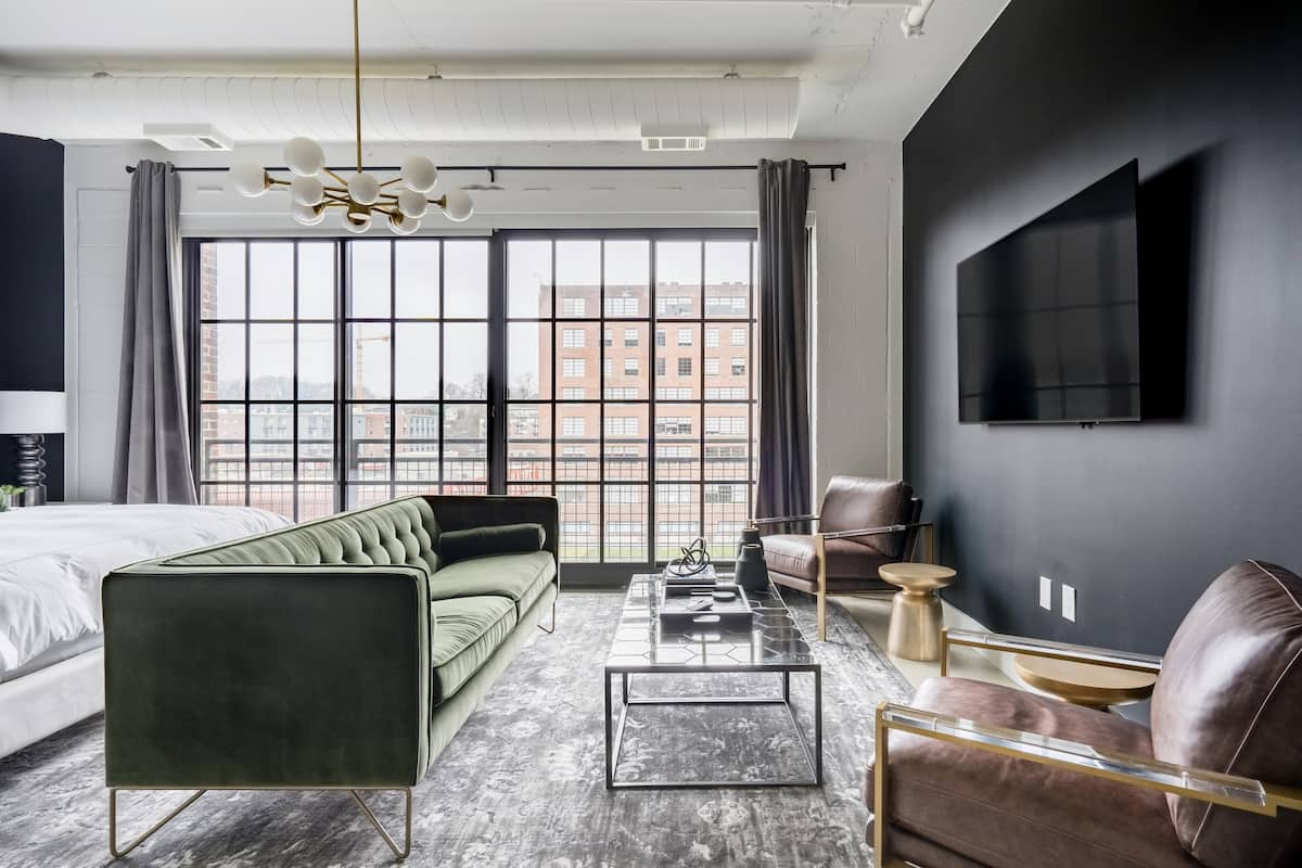 Green with Envy by Atlanta Luxury Rentals