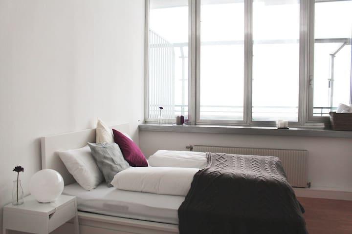 helles Apartment im 19. Stock - Вена - Квартира