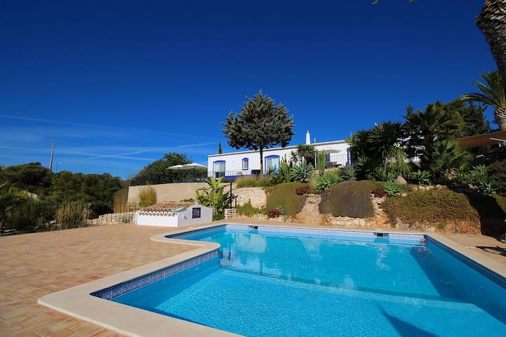 Villa Diane, Luxury Cottage, Ocean views, 2 Bedrooms, Sleeps 4, Air-con, BBQ & Shared pool - Benagil