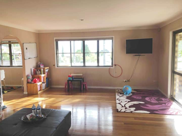13km from CBD & Airport Comfortable house