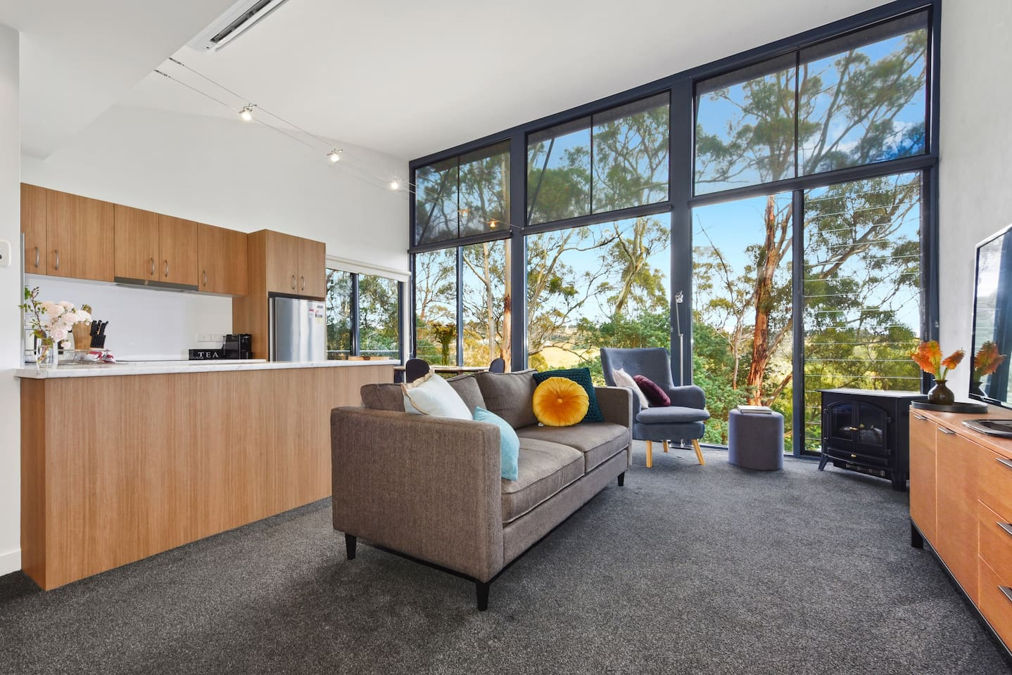 Relax and draw breath at The Ridge@Tamar Ridge - a modern fully equipped one bedroom apartment. Designed for privacy it is ideal for couples, singles and the discerning business person seeking a different experience.