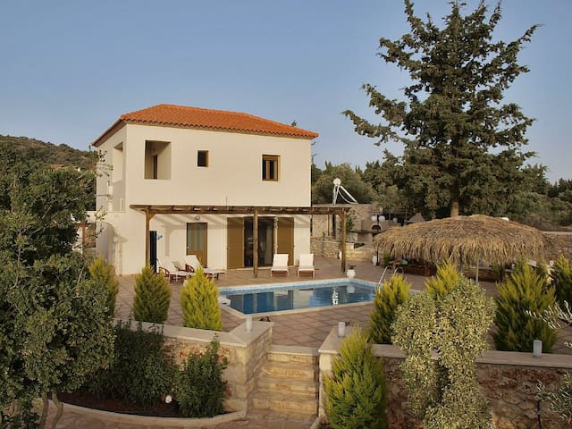 Villa Stavros,3bd villa with private pool - Xirosterni