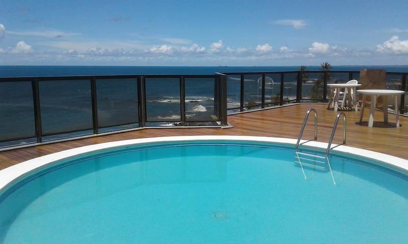 Precioso Flat frente ao mar de Ondina com piscina
