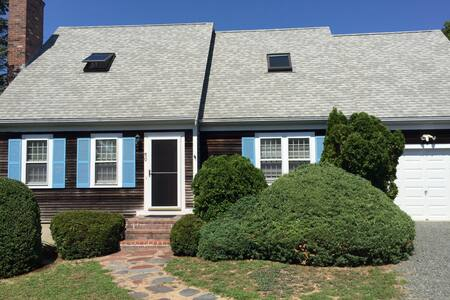 Spacious Waterfront Home in Hyannis - Barnstable
