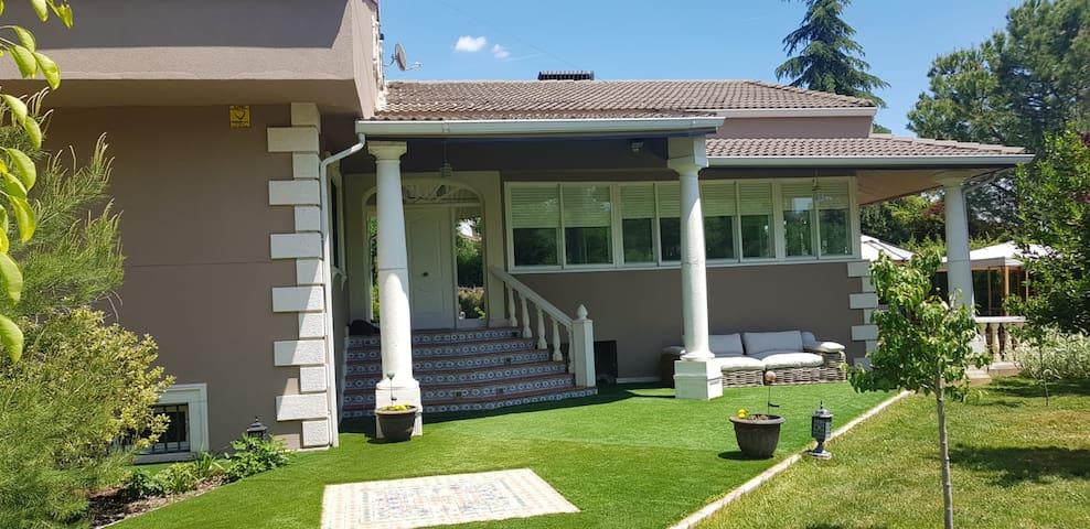 Casa de lujo con piscina privada, cerca de Madrid