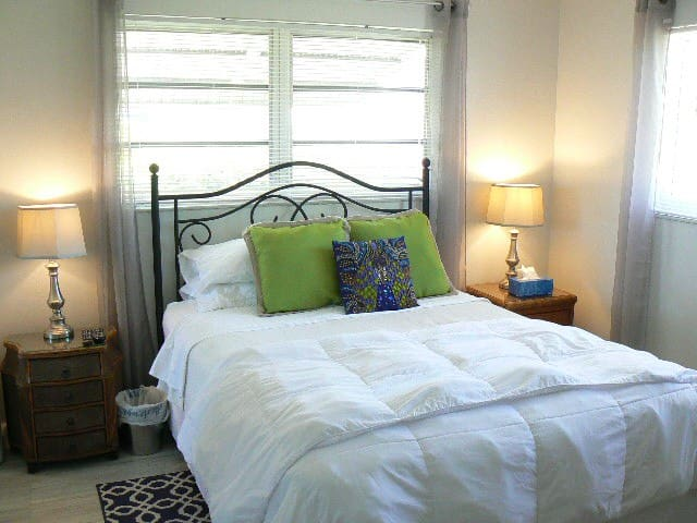 """Bedroom #2 also features a queen sized bed with a 40"""" HD flat screen TV."""