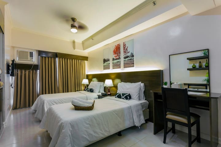 Hotel-type 1-BR Condo Unit in Tagaytay w TAAL VIEW