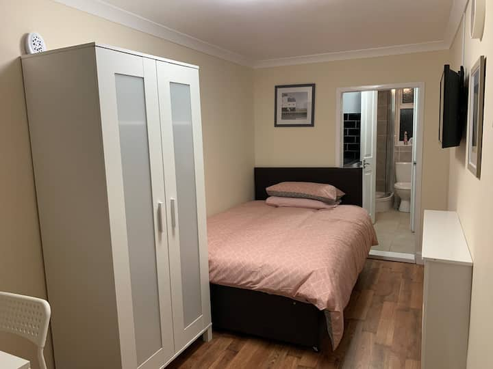 New lovely en-suite room with private entry