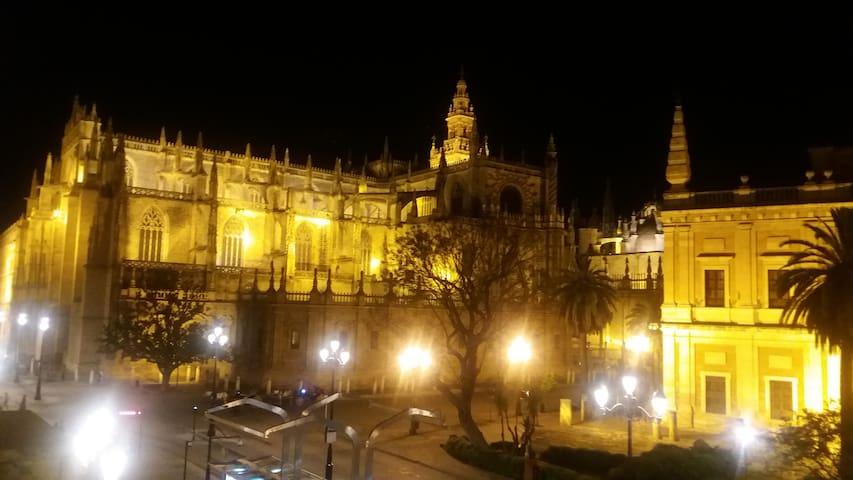 CONFORTABLE HABITACIÓN CON MARAVILLOSAS VISTAS - Sevilla - Other