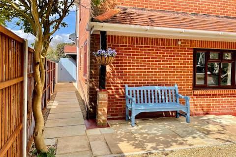 Self-contained garden suite in Wimborne Minster