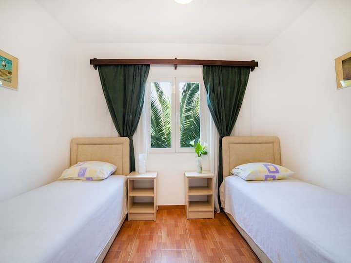 Jokic-Cute Twin Room with Sea View