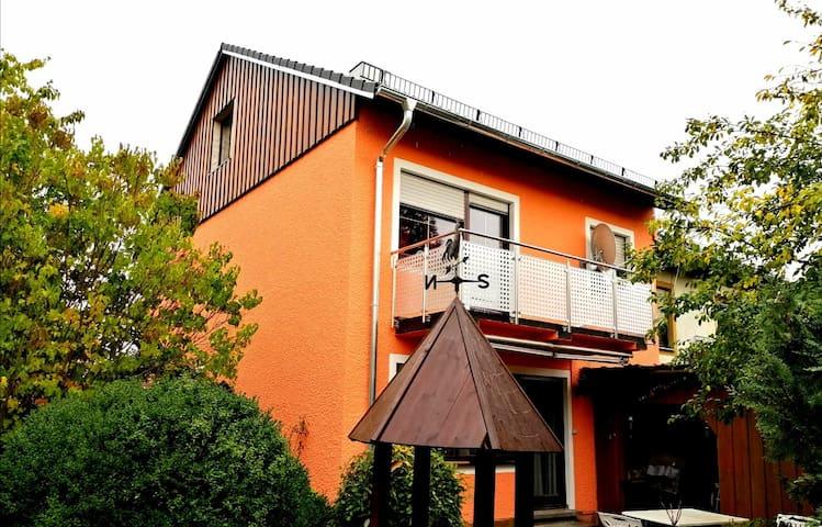 Nettes Haus 170m2 = Randzone Bayreuth nur 5 Km
