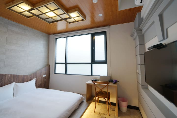 2-4 people -Tainan detached house.