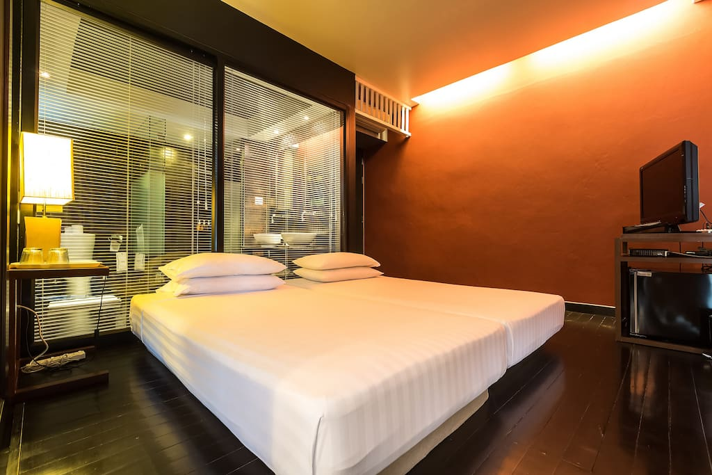 Small bedroom B in the 1st suite has 2 single beds
