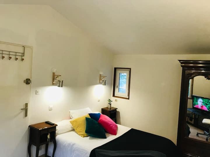 Chambre sympa près d'Aix en Pnce chez l'artiste