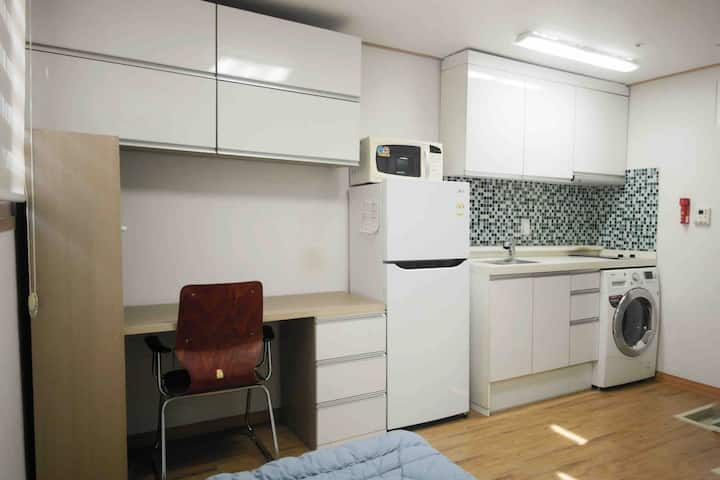 [Sinchon] 1 Single Bed One Room B / Station 10min