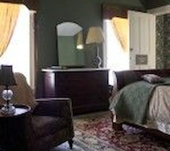 Younglove Room - Hammondsport - Bed & Breakfast