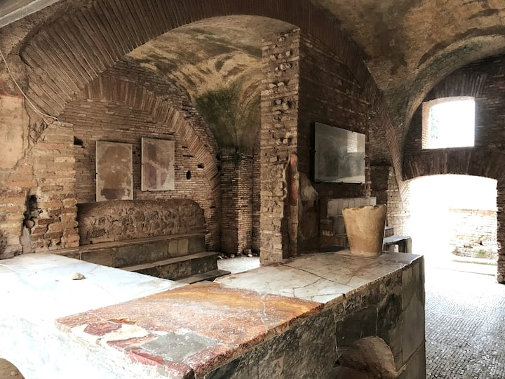 Thermopolium (restaurant) inside