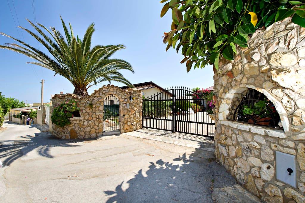 Casa vacanze spiaggia playa ville in affitto a for Casa vacanze milano