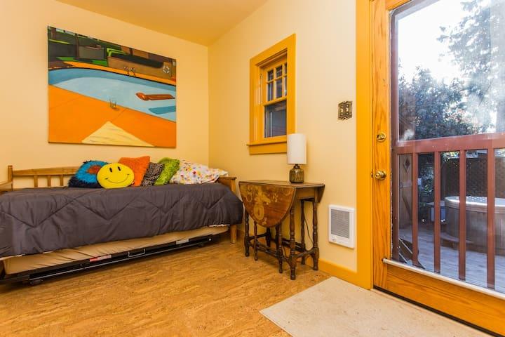 Heart of Eugene Cozy Room - Central - Eugene - House