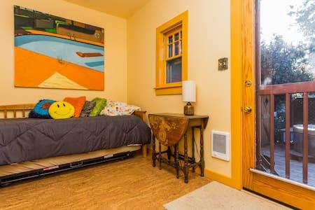 Heart of Eugene Cozy Room - Central - Eugene